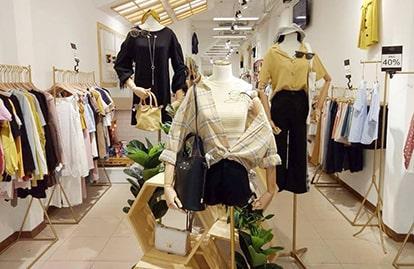 Bí quyết trang trí shop quần áo đẹp vạn người mê