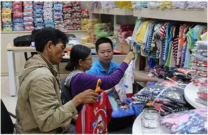 Bán quần áo online lấy hàng ở đâu giá rẻ?
